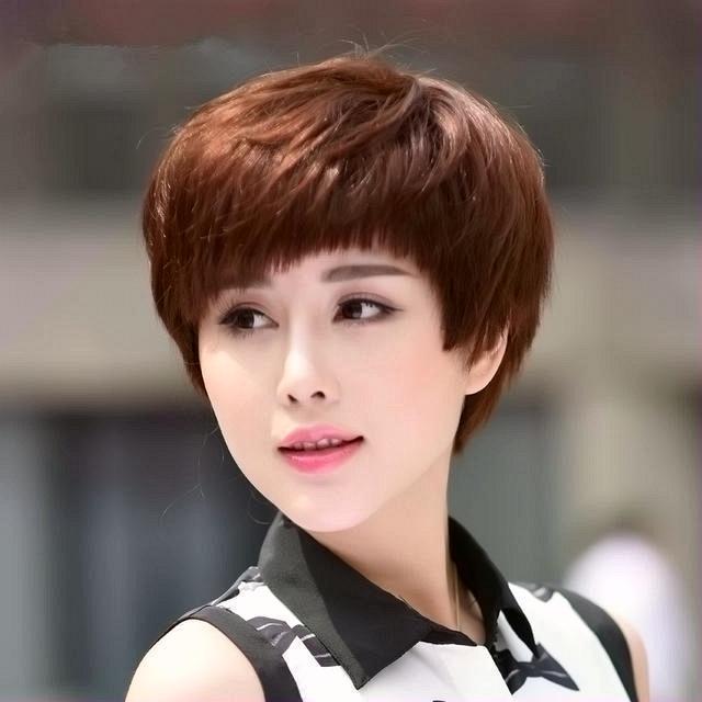 四五十岁女人别乱剪头发,今年流行10款「清爽冻龄发型」,宛如30岁年轻图片