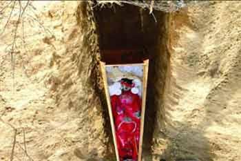 明朝超恐怖的「冥婚」棺材!沒想到開棺之後看到的是這種恐怖畫麵