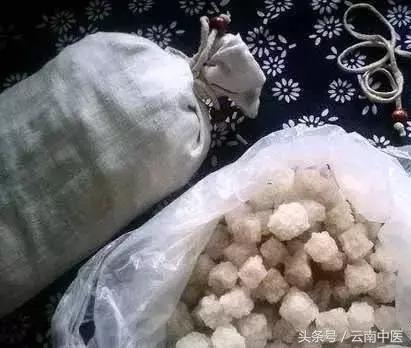 把大米和鹽炒熱了,1分鐘逼出體內寒濕!