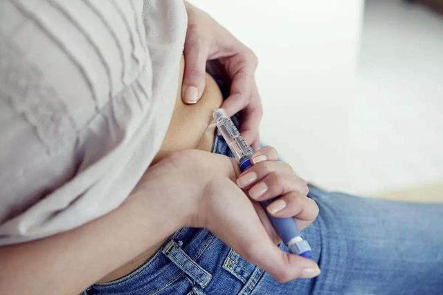 如果你腳上出現這3種症狀,說明你的血糖已經很高了,趕緊去醫院