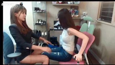 「鮑鮑」的緊實度大考驗!正妹美腿夾超緊 最容易被撐開的不純潔?(Gif+影)