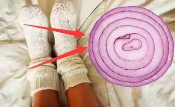 婆婆睡覺前把「洋蔥」放進襪子裡!7天後,身體有了奇妙的變化