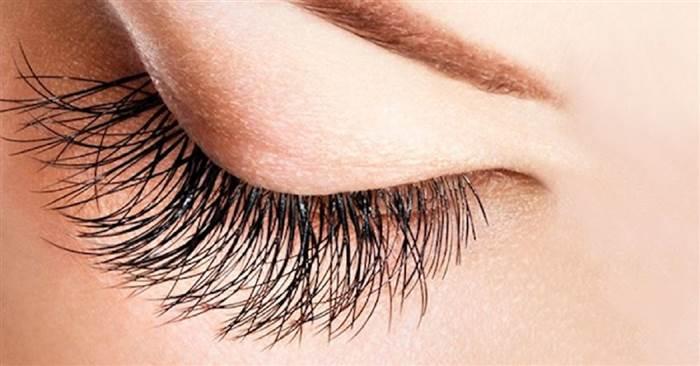 10個能夠「在一個月時間裏,讓眼睫毛變得濃密又纖長」的絕佳秘訣!