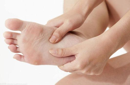 一次雙腳拍打,勝過十次泡腳!腳部的筋越軟,人就越長壽!