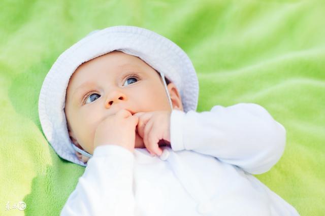 寶寶斷夜奶最全知識,夜裡醒來要抱要奶哭鬧試試這些方法!