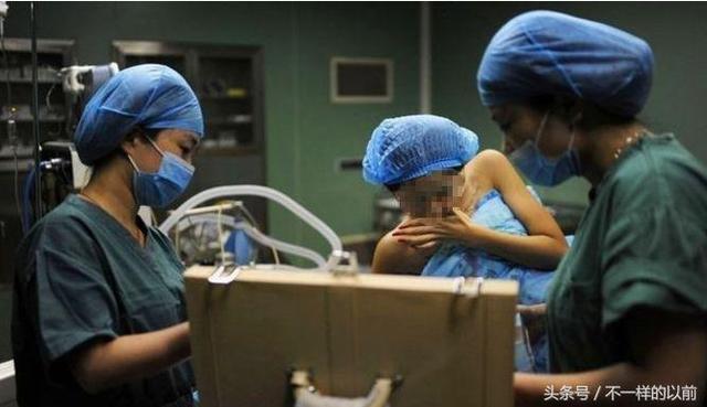 女孩去做隆胸手術,醫生看到女孩胸前的紋身後,嚇得趕緊報警