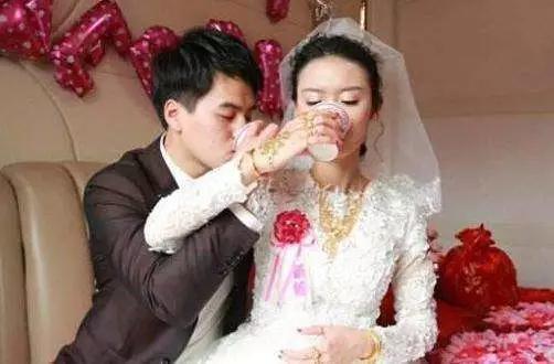 我結婚婚禮上,前女友閨蜜打來電話罵我,我心痛的離開婚禮現場
