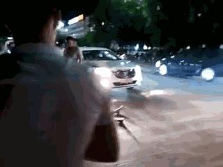 遠光燈造成重大交通事故,一名行人當場死亡!事故現場慘不忍睹!