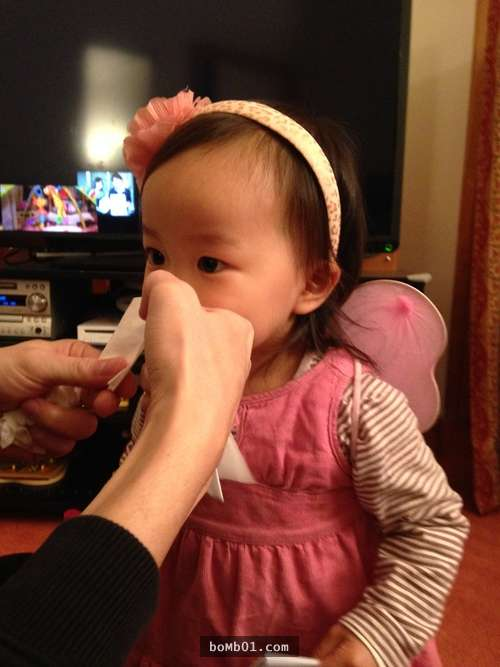 一張衛生紙!日本媽媽的「1分鐘幫寶寶吸鼻涕方法」 不用吸鼻器也不會脫皮