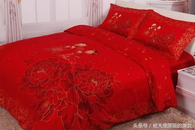 新婚晚床塌了掀開被子,發現床底有一監控,報警後婆婆給我一巴掌