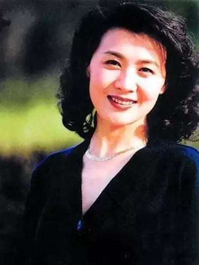 41歲最美女演員患癌去世,撇下2歲兒子,陳道明在她葬禮放聲大哭