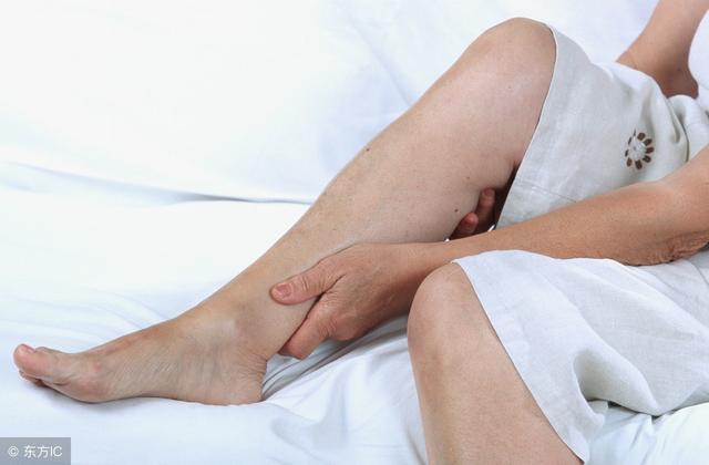 夜間腿抽筋?別以為是缺鈣!還可能是這些因素,教你一招迅速緩解