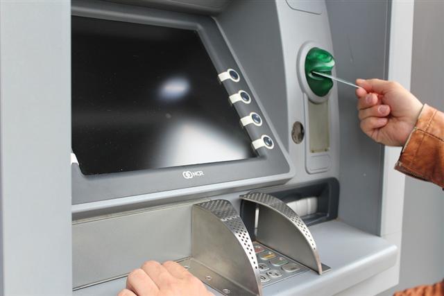 俄國資安公司表示,今年已有超過12個歐洲國家發生遠端攻擊提款機、以惡意程式迫使提款機吐出鈔票的網路犯罪。(pixabay/CC0)