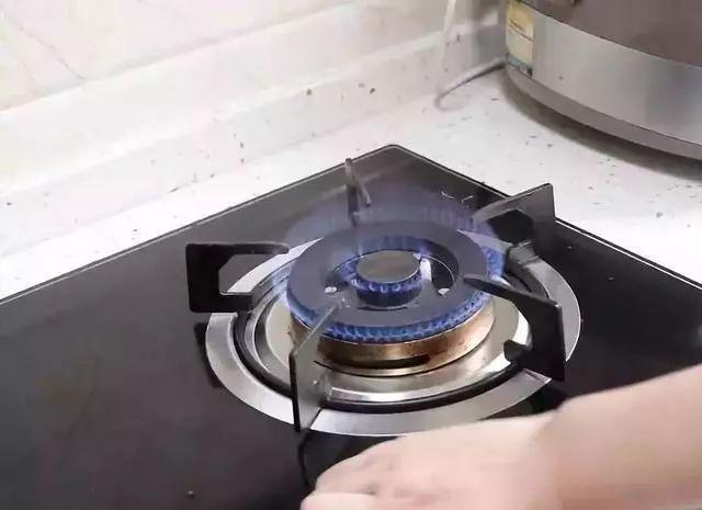 瓦斯爐有個「小機關」用牙籤戳一下!每月省下一半瓦斯費