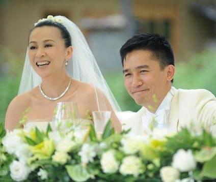 劉嘉玲曬與謝霆鋒媽媽合影,網友:68歲狄波拉看著比52歲劉嘉玲還年輕