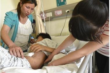 她產後4個月才發現懷三胞胎,其中兩個胎兒讓醫生被驚呆