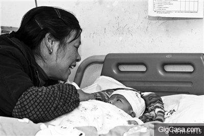 剖腹後她問寶寶是男是女,醫生看完後驚訝到說不出話....這個到底是誰...?原來都是產婦做了這件事!