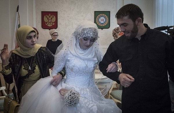 15歲女迫嫁46歲警官「拒絕就綁架你全家」少女模樣讓人心碎!!!