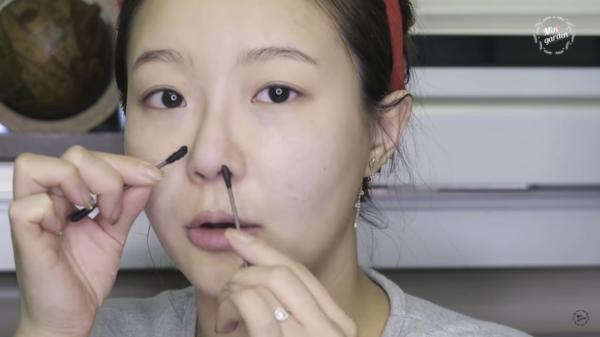 韓國正妹教大家「有效去除黑頭」!省錢又不傷皮膚的秘訣竟是平凡無奇的「凡士林」?!