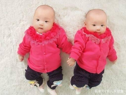 爸爸姓「黃」,給雙胞胎女兒取這名....幼稚園老師點名時,全班人都站了起來!
