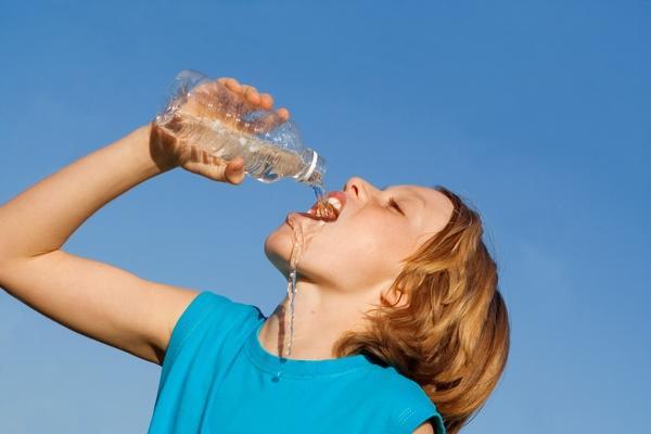 水不是喝越多越好!夏天想要養生,喝水請做到5個「不」