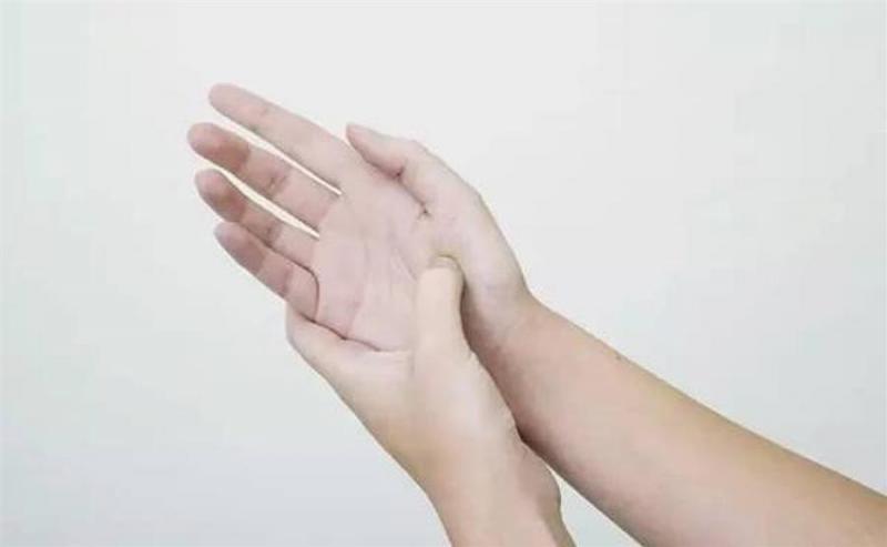 每天「這樣按按手」,疏通全身經絡,治頸椎病、便秘,還能明目養顏,快快學起來!