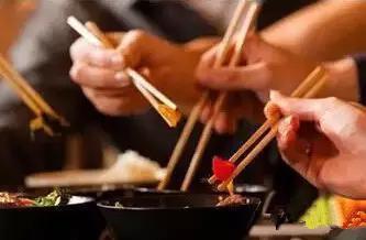 男孩12歲就切掉半個胃,碗筷不能這麼用,東西不能這麼吃