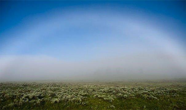 3. 白色的彩虹:這是拱型的霧的模樣。<BR><BR>
