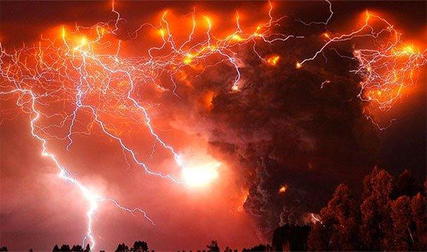 4. 火山閃電:在火山爆炸的時候,電力和靜電也會被釋放,造成了這樣恐怖的雷風暴。<BR><BR>這可能也是你腦力激盪時,腦中的模樣。<BR><BR>