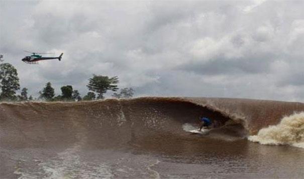 5.  停不下來的浪:當大西洋在巴西碰上亞馬遜河(Amazon River)的時候,產生的浪可以航行805公裏不減慢。<!-- 電腦板-文章內插廣告-336X280 --> <br><br> <div align=