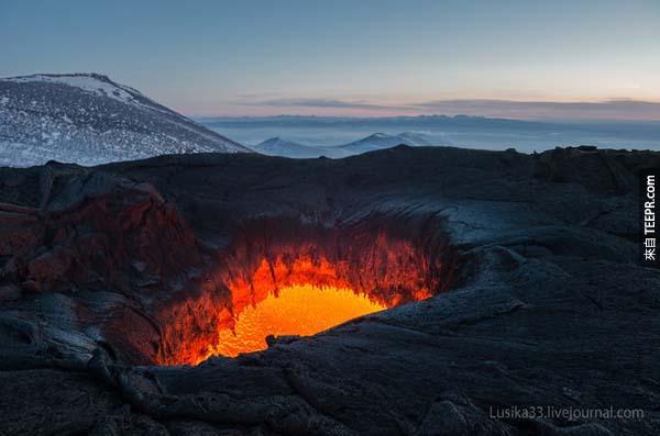 活躍到當時這兩個人去的時候這個火山還有可能不預警的爆發。<BR><BR>