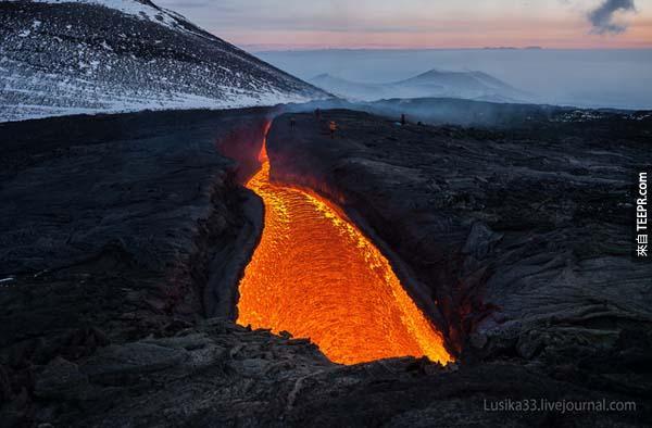 紮爾巴奇克火山其實包括兩座火山。<BR><BR>一個是Plosky,另一個是Ostry。<BR><BR>
