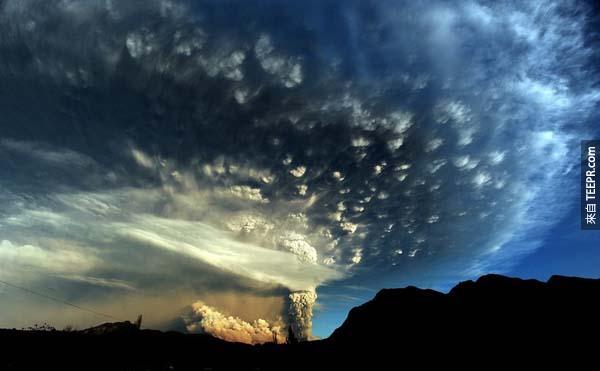 14.) 智利的普耶韋火山,在50年後第一次噴發。<BR><BR>