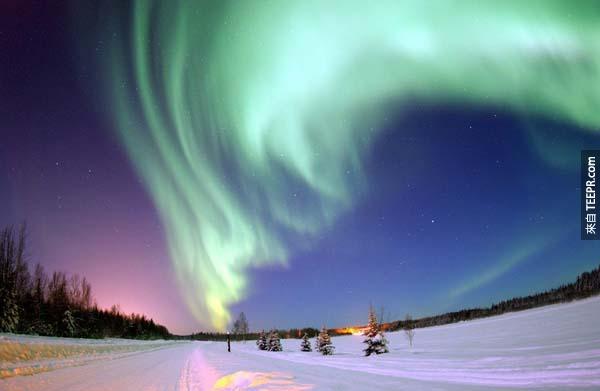 4.)美麗的極光照亮阿拉斯加的天空。<BR><BR>