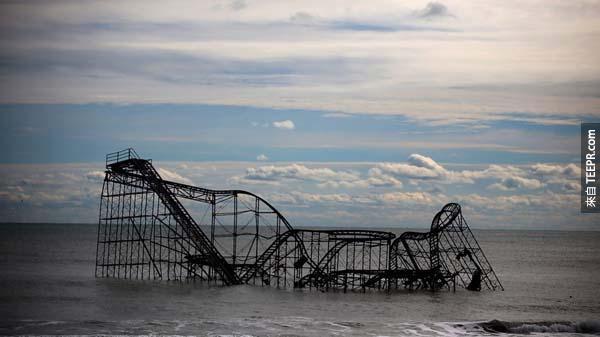 6.) 珊迪颶風席捲紐澤西過後,一座雲霄飛車漂流到海外。<BR><BR>