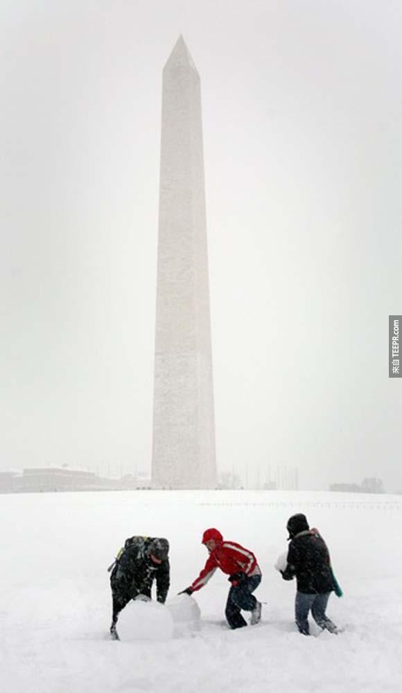 9.)2010年猛烈的暴風雪襲擊華盛頓哥倫比亞特區,當時的降雪量打破紀錄。<BR><BR>