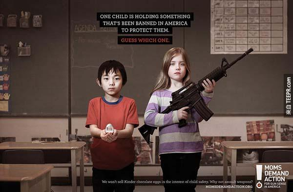 35.) 其中一個小朋友拿著一個非法的物品。<BR><BR>(在加拿大,他們為了兒童安全,所以不賣建達出奇蛋)