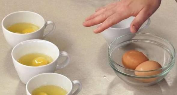 煮水波蛋的时候记得加醋,会有意想不到的好效果
