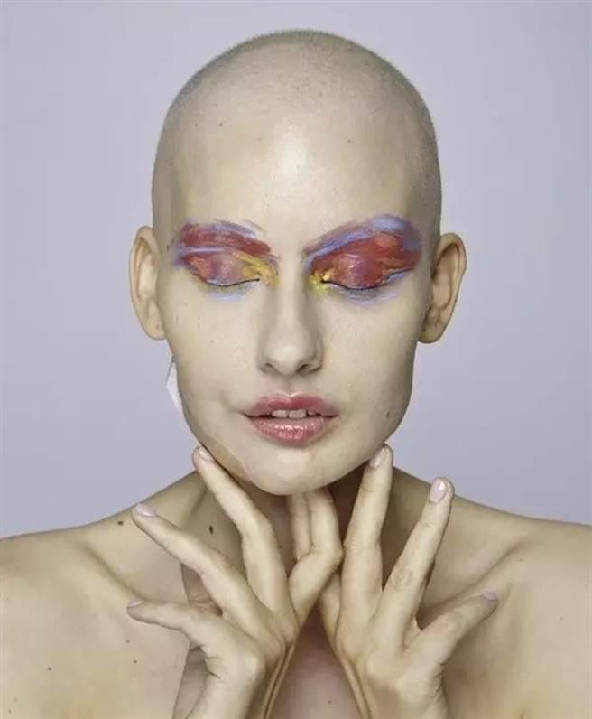 她是失去下巴的超模 卻是世上最美的女人