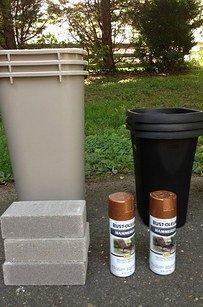 將花盆和塑膠垃圾桶噴上彩漆,也可以提升庭院的質感。<BR><BR>