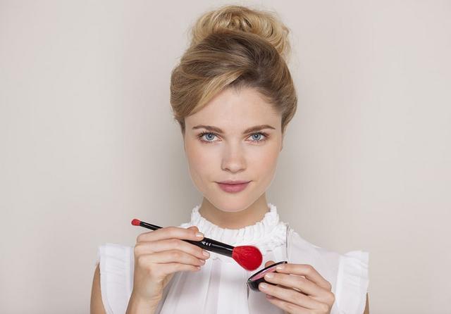 5個專業化妝師都不願說的化妝技巧(值得收藏)